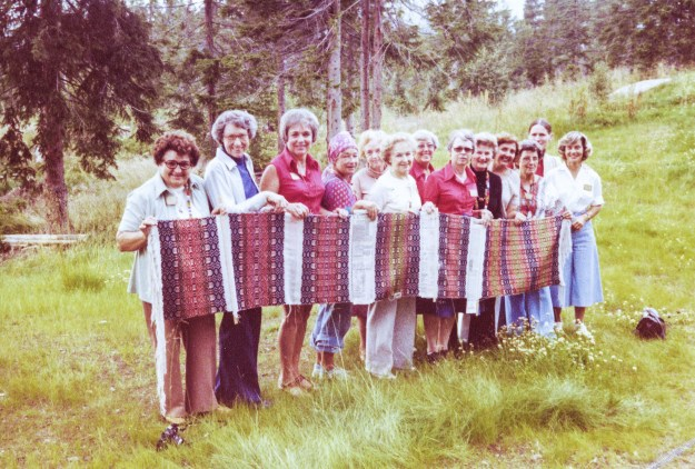 Students learned Telemarksvev in the weaving class during Vesterheim's first hands-on Folk Art Tour to Norway in 1978. The teacher, Elsa Bjerck, is standing in back, second from the right. Lila Nelson, the museum's Textile Curator, is second from the left.