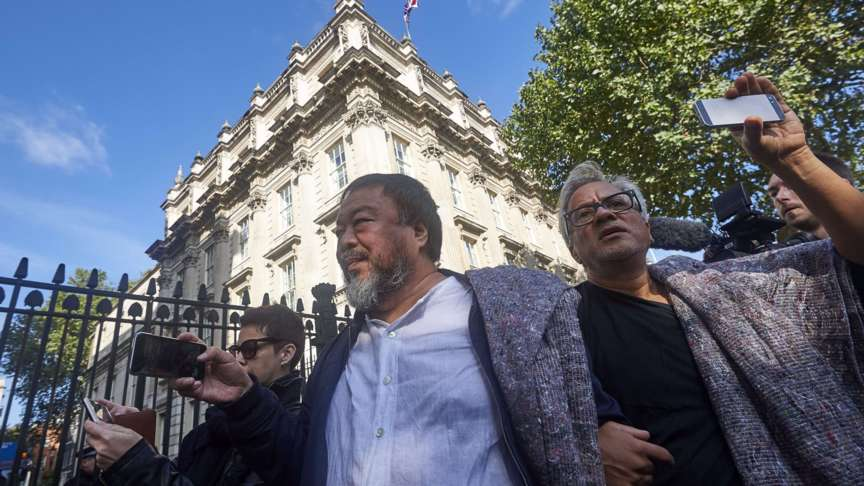 Ai Weiwei, Anish Kapoor march near Downing Street 10 in London, AFP photo