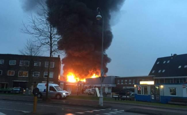 Amsterdamse Brandweer Al Hele Dag In Touw Bij