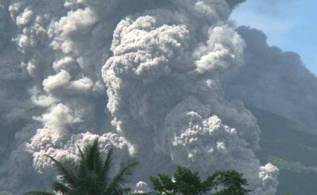 Vulkaan Filipijnen Spuwt As Uitbarsting Mogelijk Dichtbij