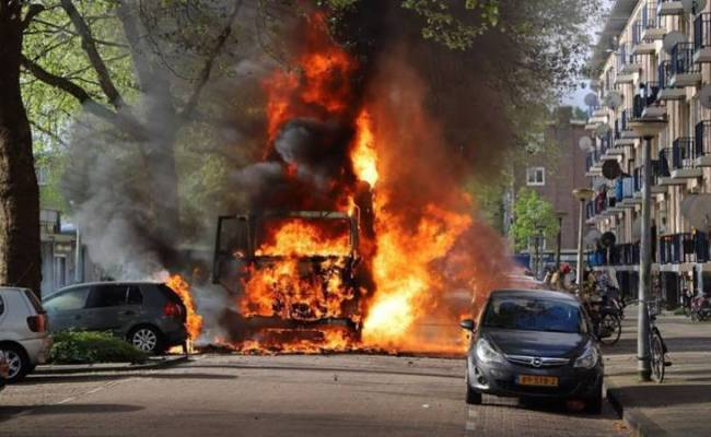 Vuilnisauto Vliegt In Brand In Amsterdam Nos Jeugdjournaal