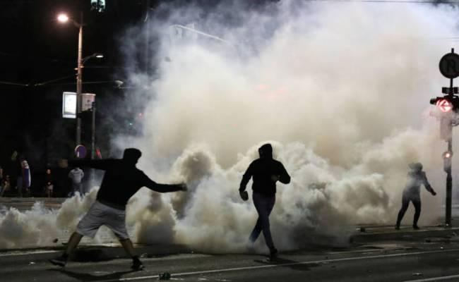 Parlementsgebouw Belgrado Bestormd Bij Protest Tegen