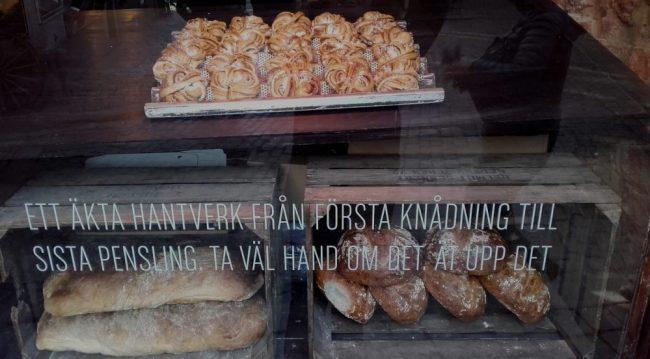 Panaderías y pastelerías llenan sus escaparates de productos típicos