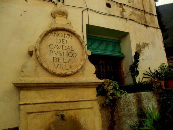 Detalle de una de las fuentes del barrio viejo