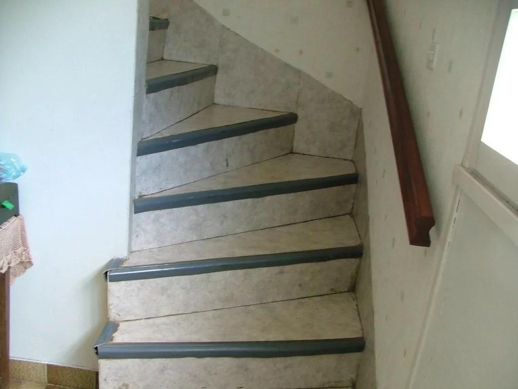 restaurer escalier bois renover un escalier en bois exotique peindre jason putorti. Black Bedroom Furniture Sets. Home Design Ideas