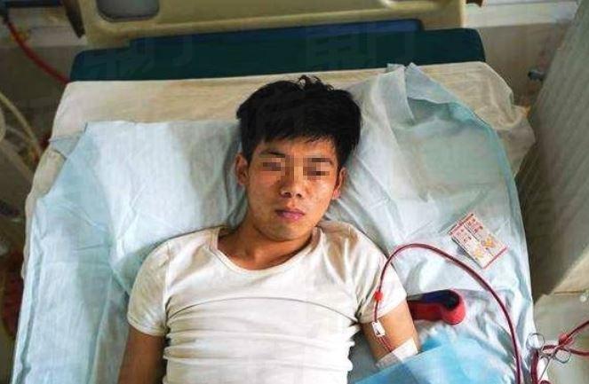 Chinês sofre com falência renal após vender um dos rins para comprar iPhone