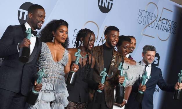 Elenco de Pantera Negra se esquece de agradecer a Stan Lee durante SAG Awards