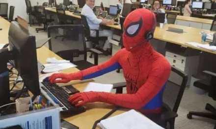 Descobriram quem era o rapaz que foi trabalhar vestido de Homem Aranha