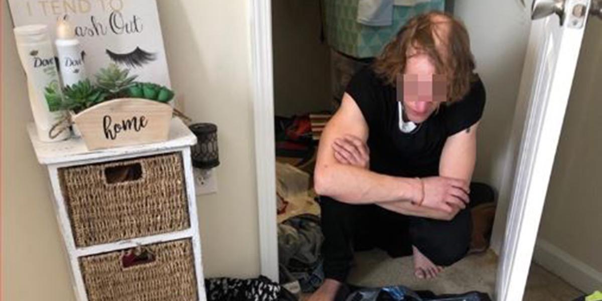 Universitária encontra homem vivendo em seu armário