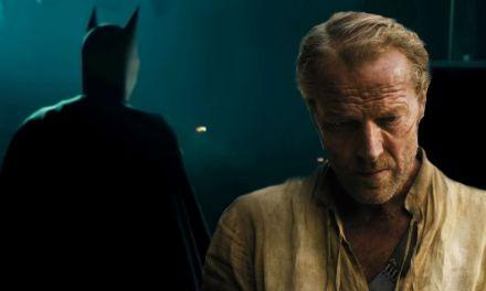 Titãs | Iain Glen irá interpretar o Batman na segunda temporada da série