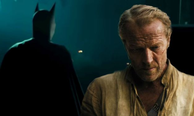 Titãs   Iain Glen irá interpretar o Batman na segunda temporada da série