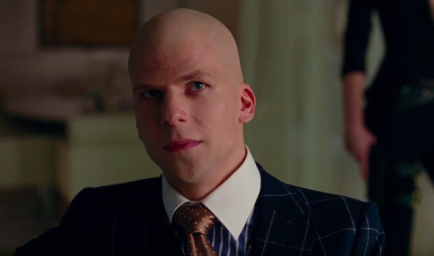 Liga da Justiça | Lex Luthor está no Arkham em fotos inéditas