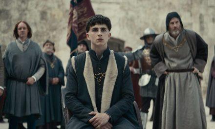O Rei | Longa com Timothée Chalamet e Robert Pattinson ganha trailer