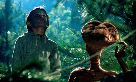 Elliott e E.T. – O Extraterrestre se reencontram em comercial emocionante