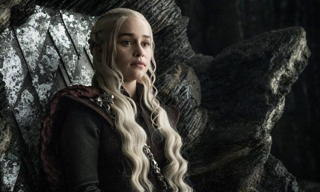 Emilia Clarke diz ter sido pressionada a fazer cenas de nudez em GOT