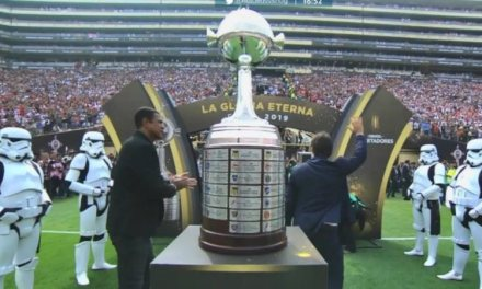 Por que Stormtroopers, de Star Wars, escoltaram a taça da Libertadores na final entre Flamengo e River Plate?