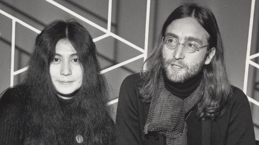 Yoko Ono diz que relacionamento com John Lennon arruinou a carreira de ambos