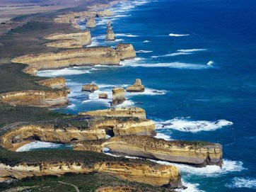 12-apostles-along-the-great-ocean-road-in-victoria1