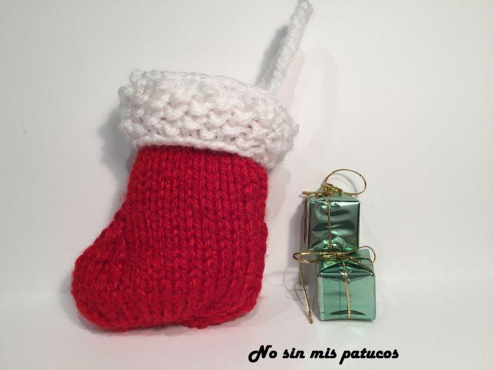 Calcetín para árbol de Navidad tejido.