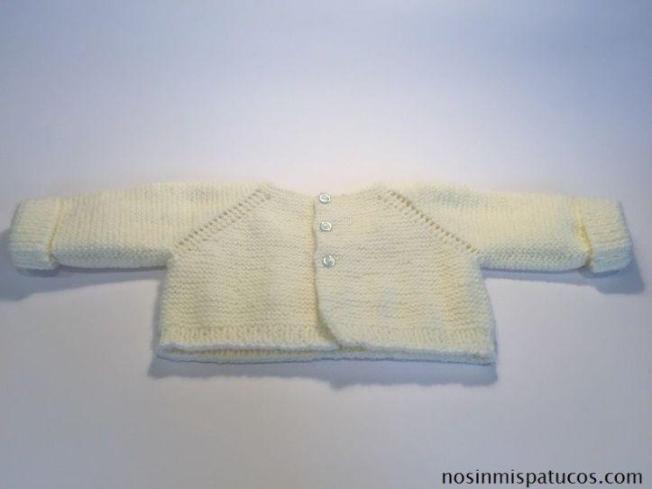 Chaqueta tejida a mano con dos agujas a punto musgo.