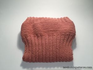 Cubre pañal sencillo tejido a mano.