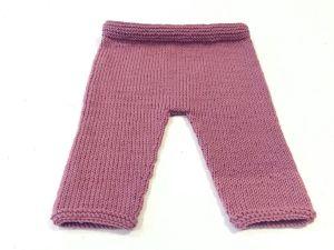 Pantalón rosado.