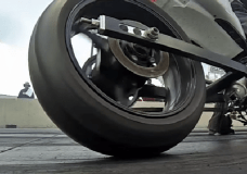 Drag Motorcycle without much tire wrinkle