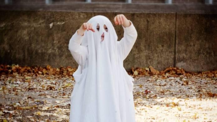 Mujer finge ser fantasma para no pagar a taxista 1