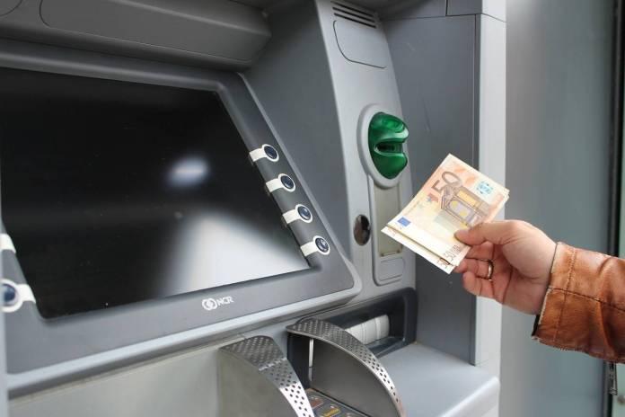 Cajero, dinero, banco, error