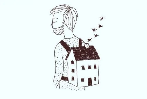 homme qui porte une maison