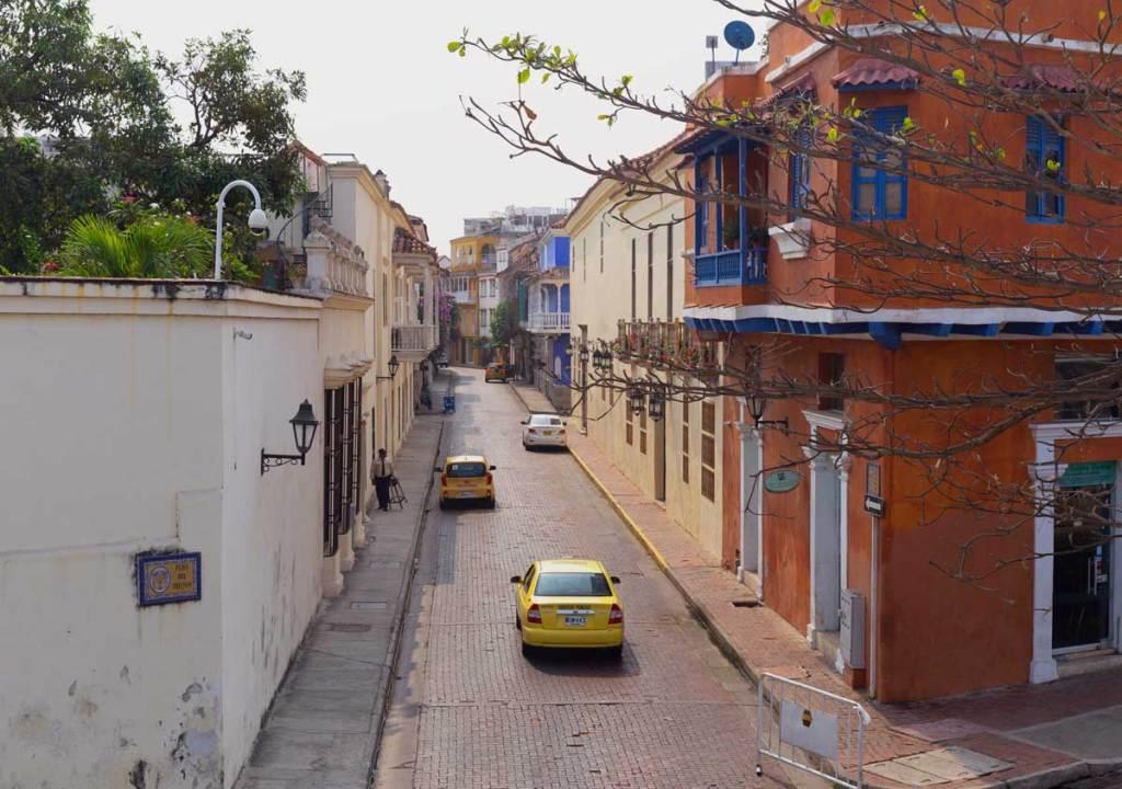 Como são os taxis  em Cartagena das Índias Colombia