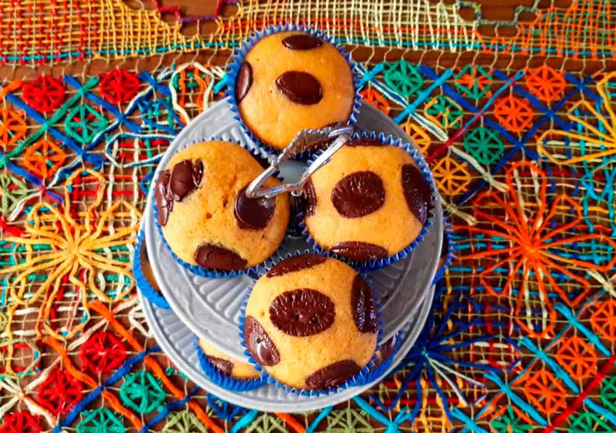 Muffin de cenoura com chocolate  Nossa O Mundo  Nosso