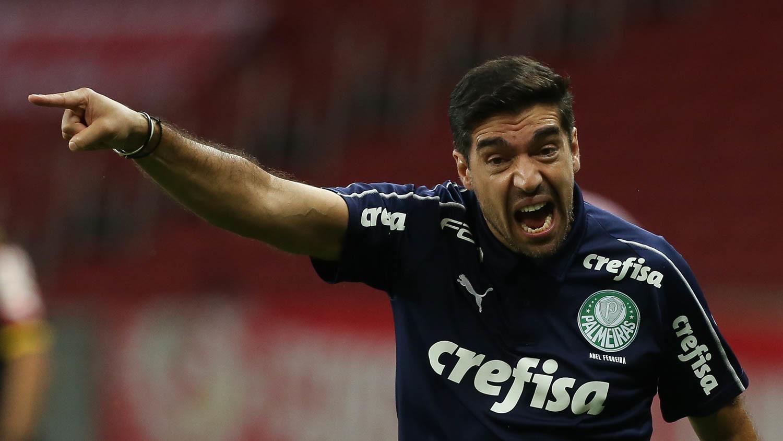 Pendurado, Abel Ferreira pode desfalcar Palmeiras em eventual final da Libertadores