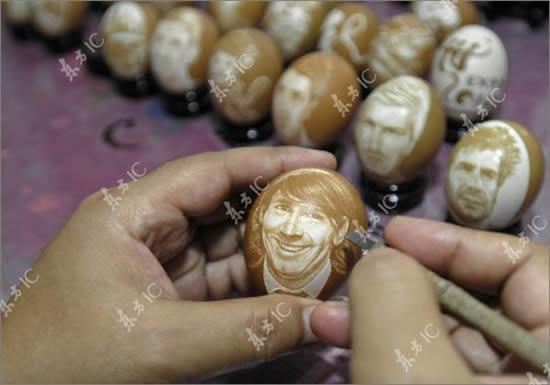 Easter Football - Chinese Artist Carves Football Players on Eggs (1/2)
