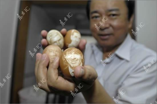 Easter Football - Chinese Artist Carves Football Players on Eggs (2/2)
