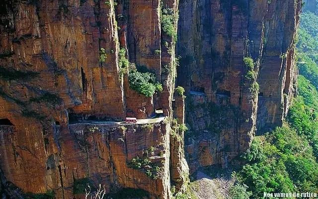 A través de la roca en Guoliang (China)