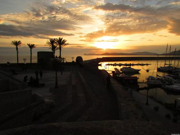 Puerto y muralla de Alghero