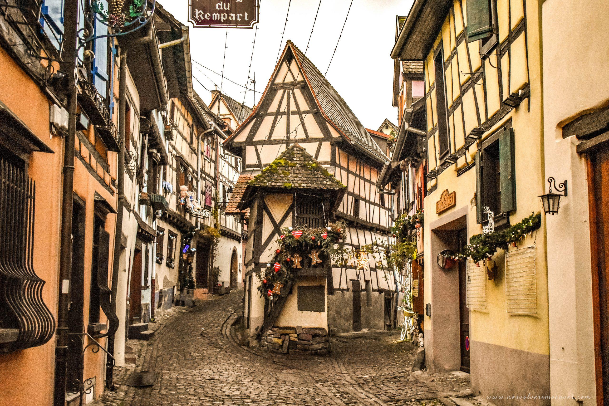 Eguisheim Ruta en coche por Alsacia en Navidad
