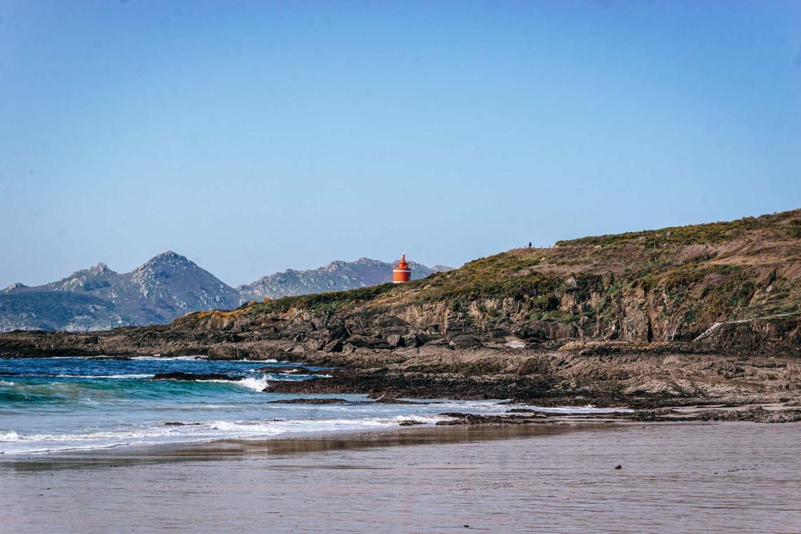 Faro de Robaleira (Praia de Melide, Cangas)