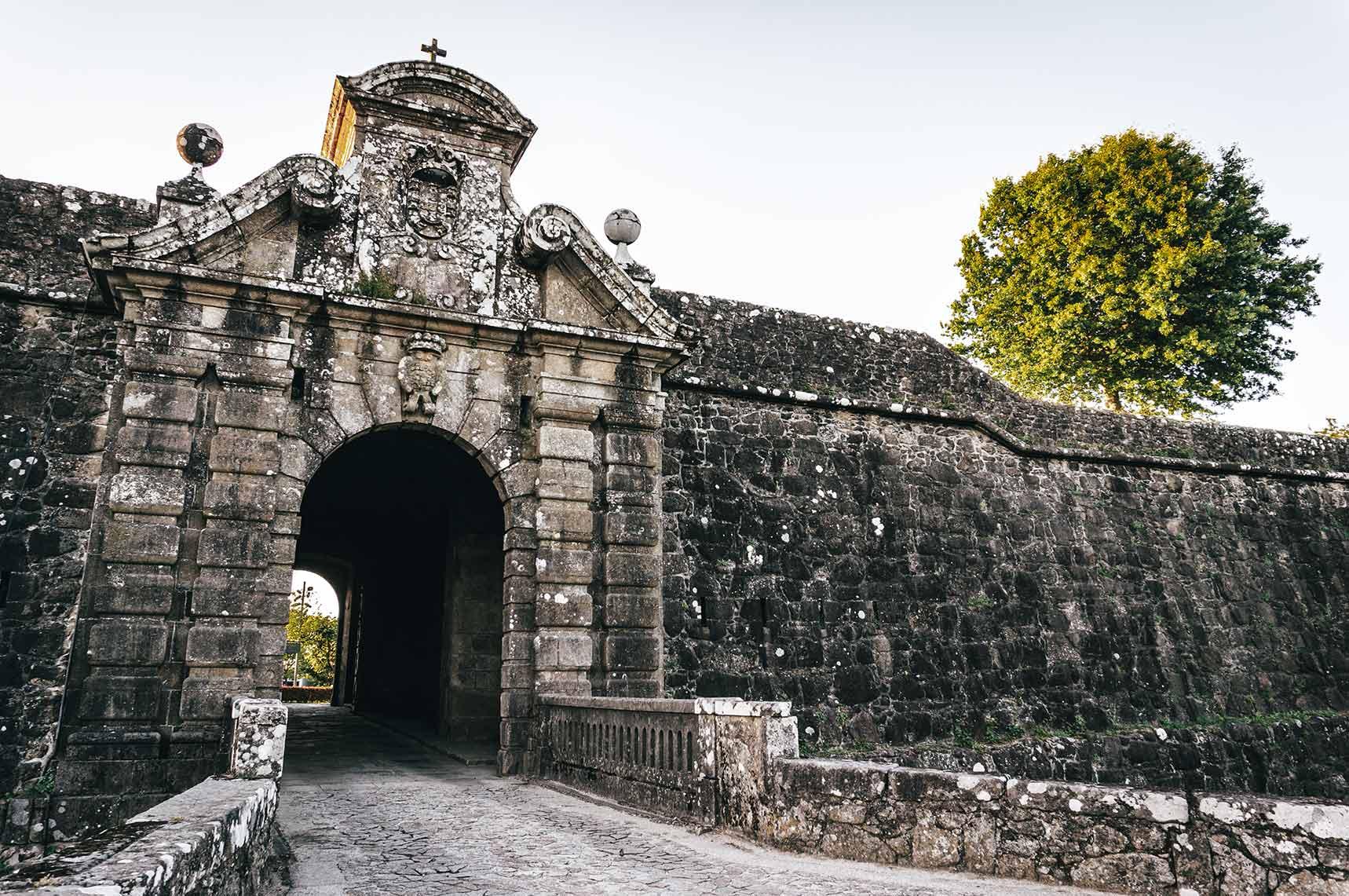 Portas da Coroada (Valença)