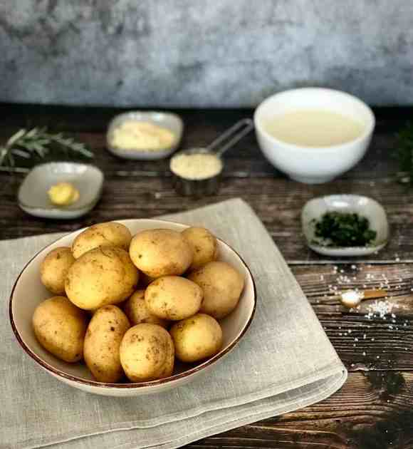 Ingredients for healthy vegan mashed potato recipes without butter.