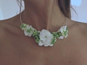 Collar de flores naturales