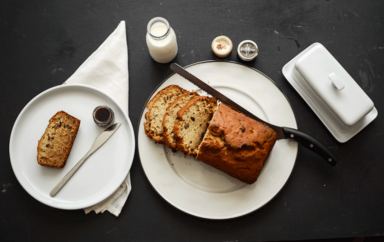 How to make a moist banana bread?