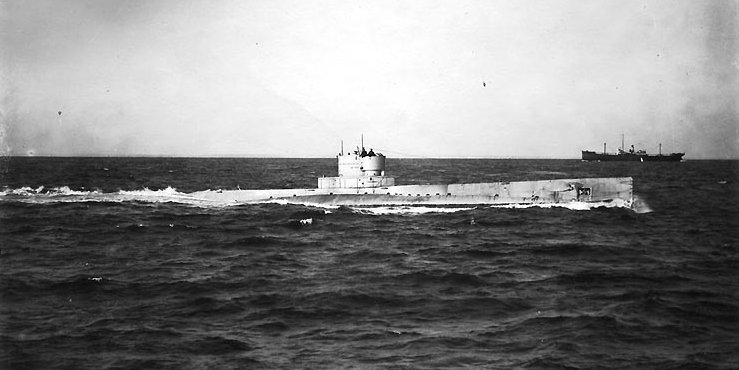 USS R-14 Underway, probably during trials in late 1919 or early 1920. Note that her deck gun has not yet been installed.