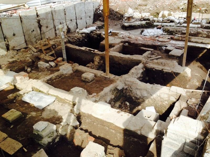 Durante los trabajos de excavación para construir un megaestacionamiento frente a la Plaza Delta, en lo que fue la octava delegación de policía, fueron encontrados vestigios prehispánicos y del claustro del convento dominico de La Piedad Fotos Víctor Camacho