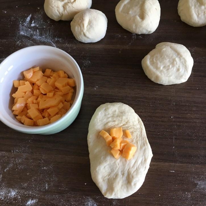 Breekbrood met knoflook en cheddar, breekbrood, knoflook, cheddar, brood, bakken, bbq, baksels, recept, notanotherfitgirl
