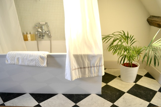 woolley-grange-bathroom
