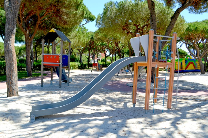 pine-cliffs-resort-kids-play-park