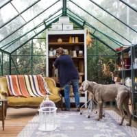 Idyllic Little Greenhouse Works As Office