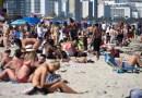 Autoridades de EE.UU. advierten sobre los posibles efectos de los viajes y las variantes de coronavirus en las vacaciones de primavera